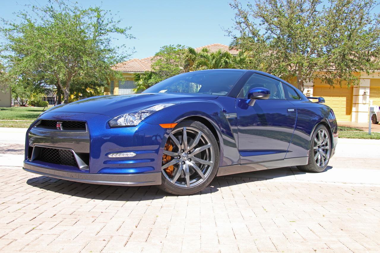 2012-Nissan-GT-R-Deep-Pearl-Blue-005.JPG